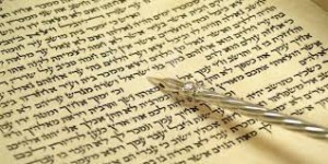 torah-with-yad